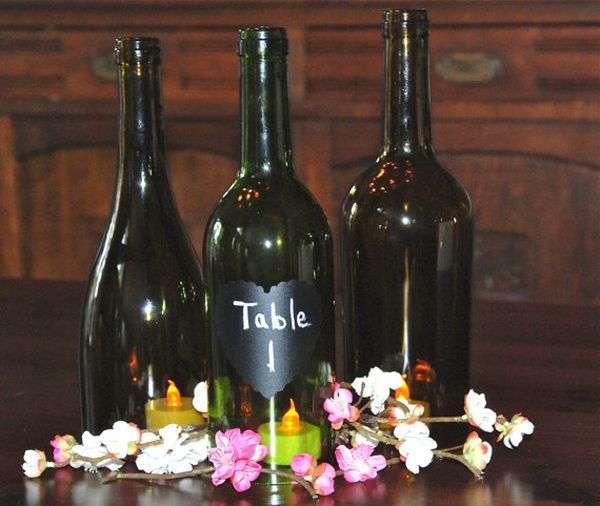 Bottiglie con candele all'interno
