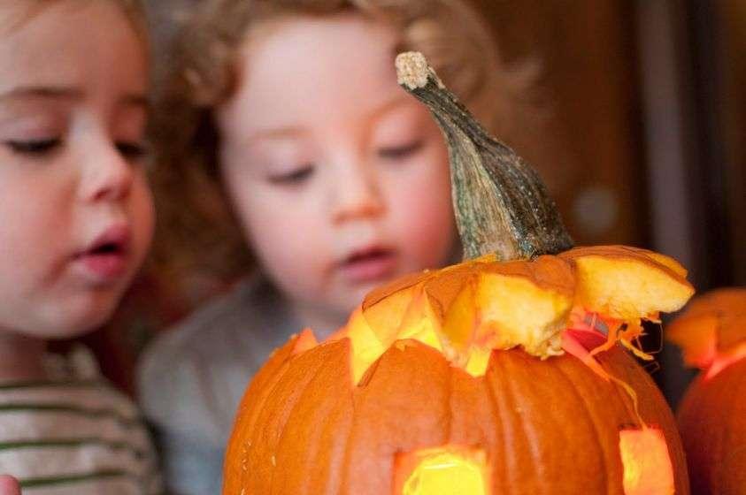 Idee per far divertire i bambini piccoli in occasione di Halloween