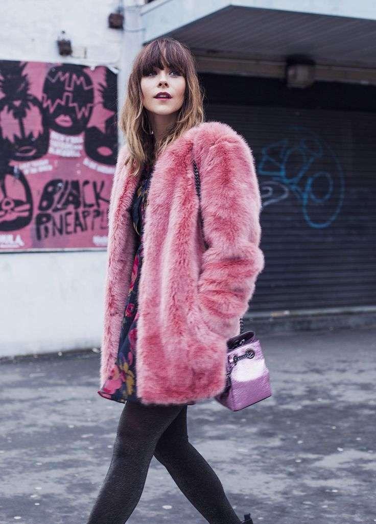 Abito colorato e pellicciotto rosa