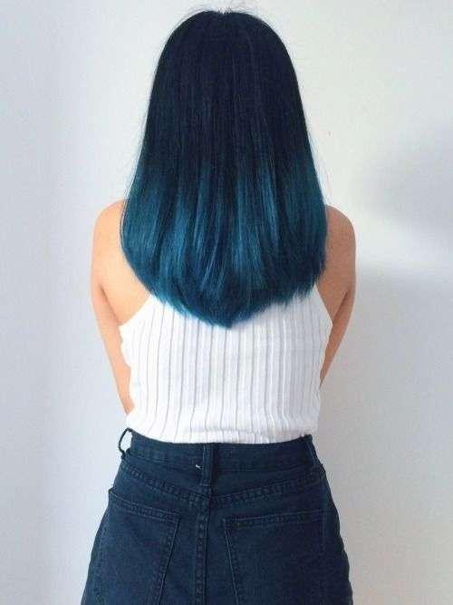 Shatush blu chiaro su capelli blu scuro
