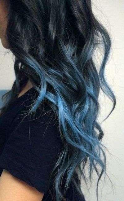 Shatush blu chiaro su capelli neri