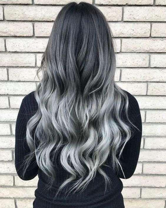 Shatush grigio argento per capelli lunghi e mossi