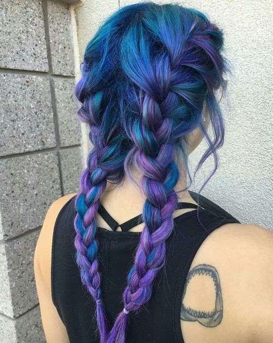Shatush viola blu per capelli con trecce