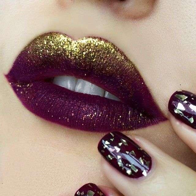 Labbra rosso scuro con glitter oro