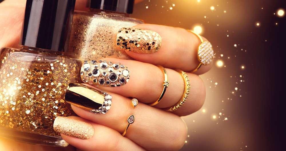 Nail art oro per le feste natalizie