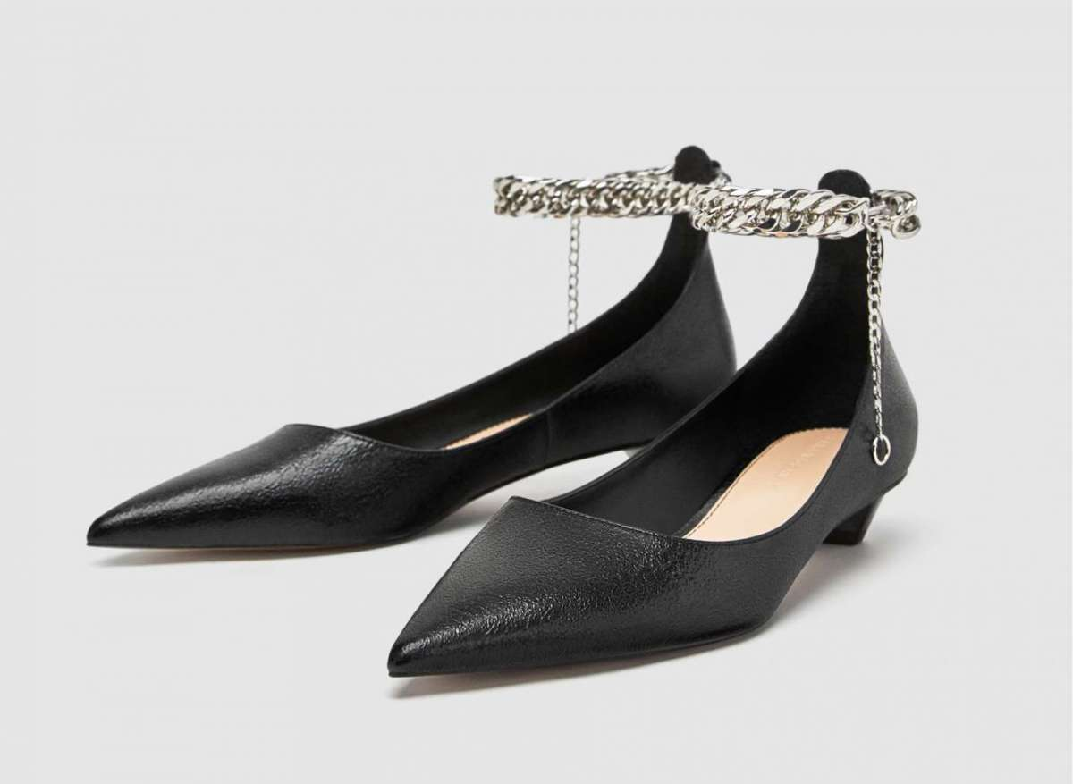 Ballerine con cinturino a catena Zara