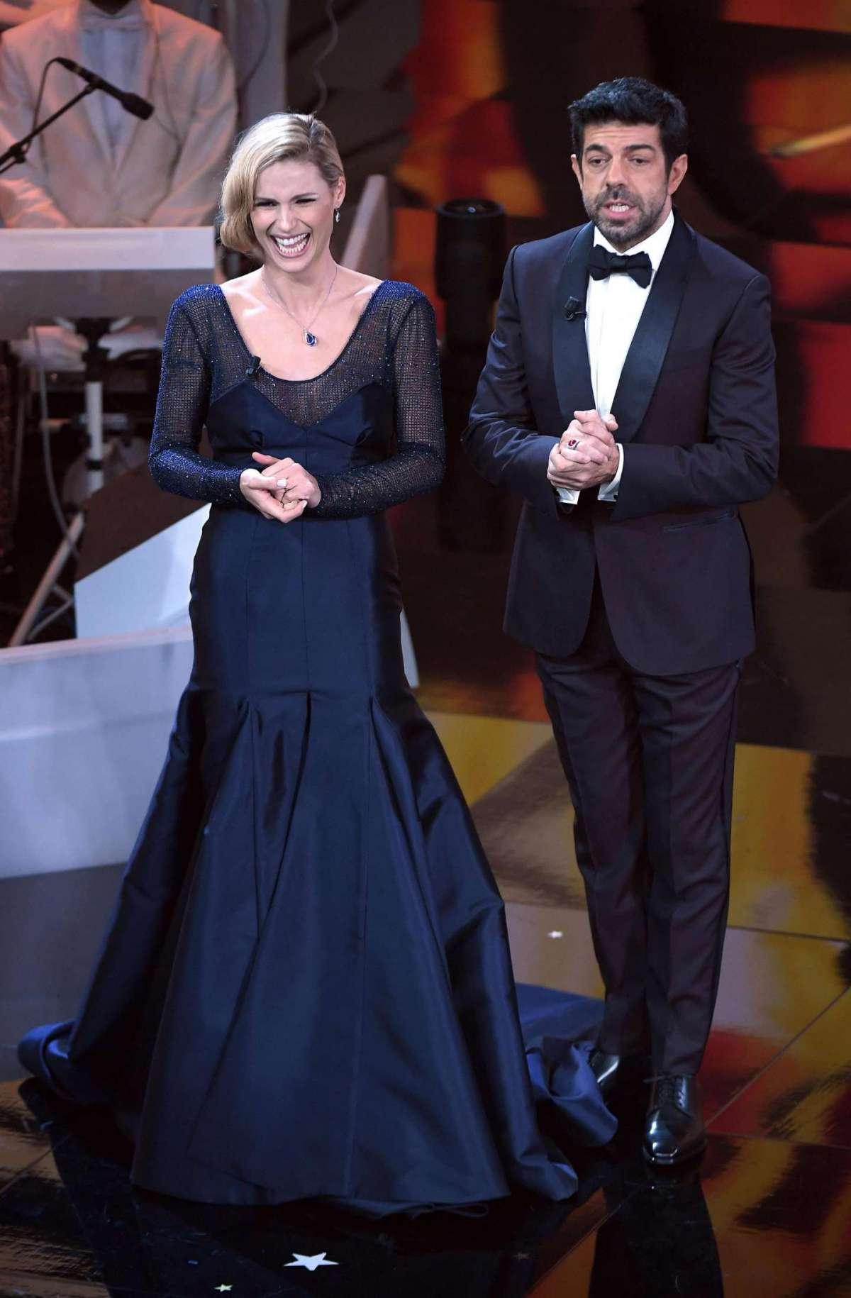 Il primo abito Trussardi di Michelle Hunziker nella terza serata di Sanremo 2018