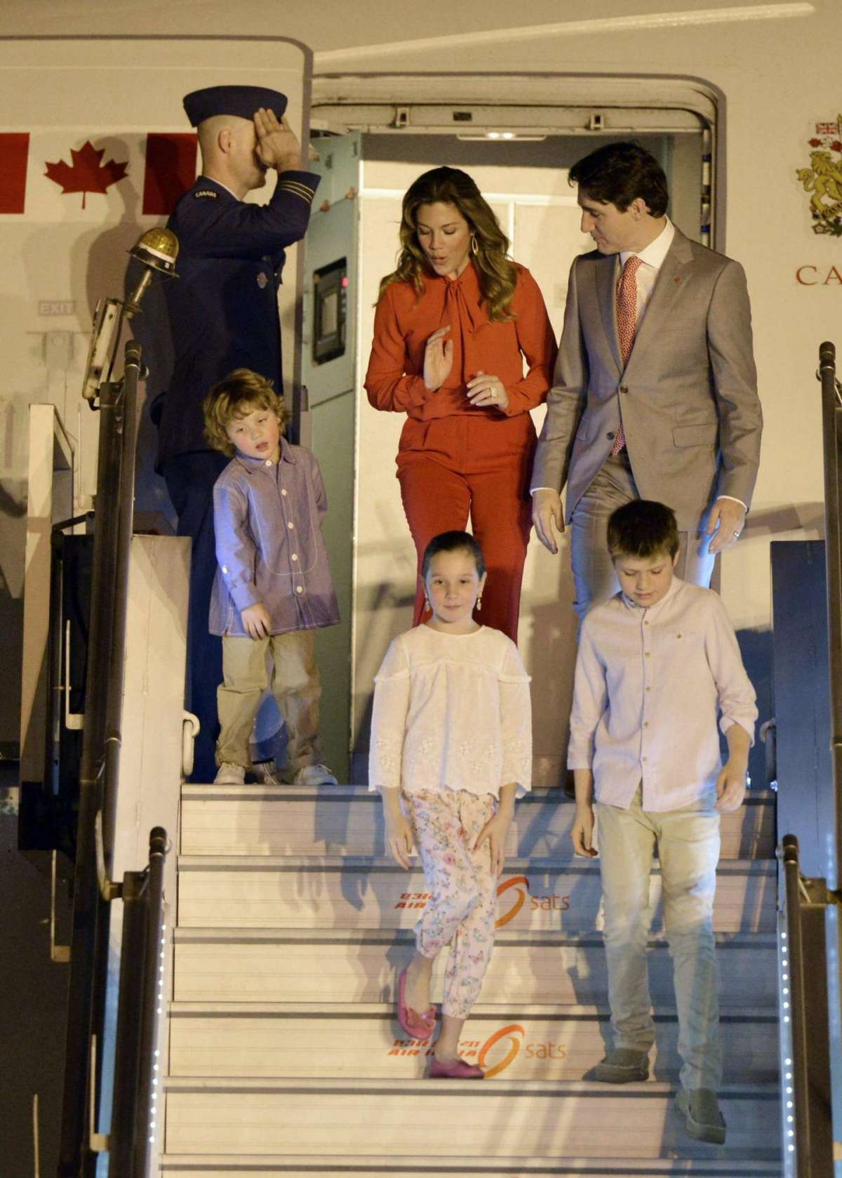 L'aereo della famiglia Trudeau atterra a New Delhi