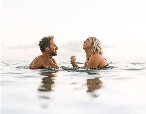 Bagno romantico per Jenna Kutcher