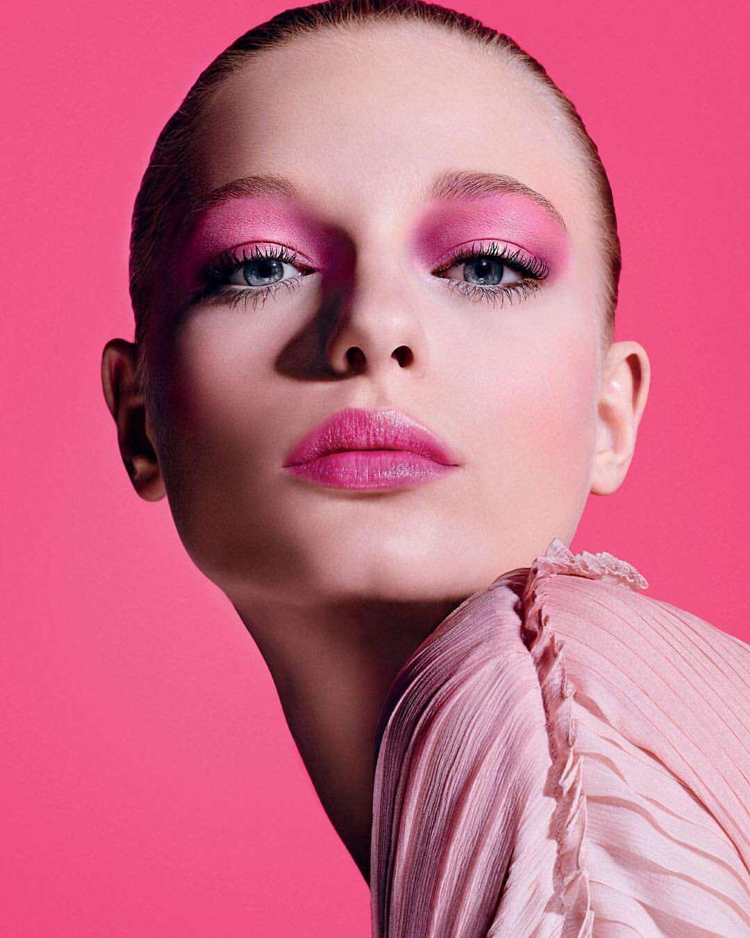 Trucco con labbra rosa