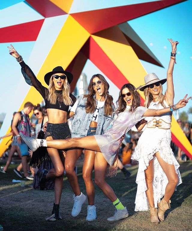 Alessandra Ambrosio e le amiche modelle a Coachella