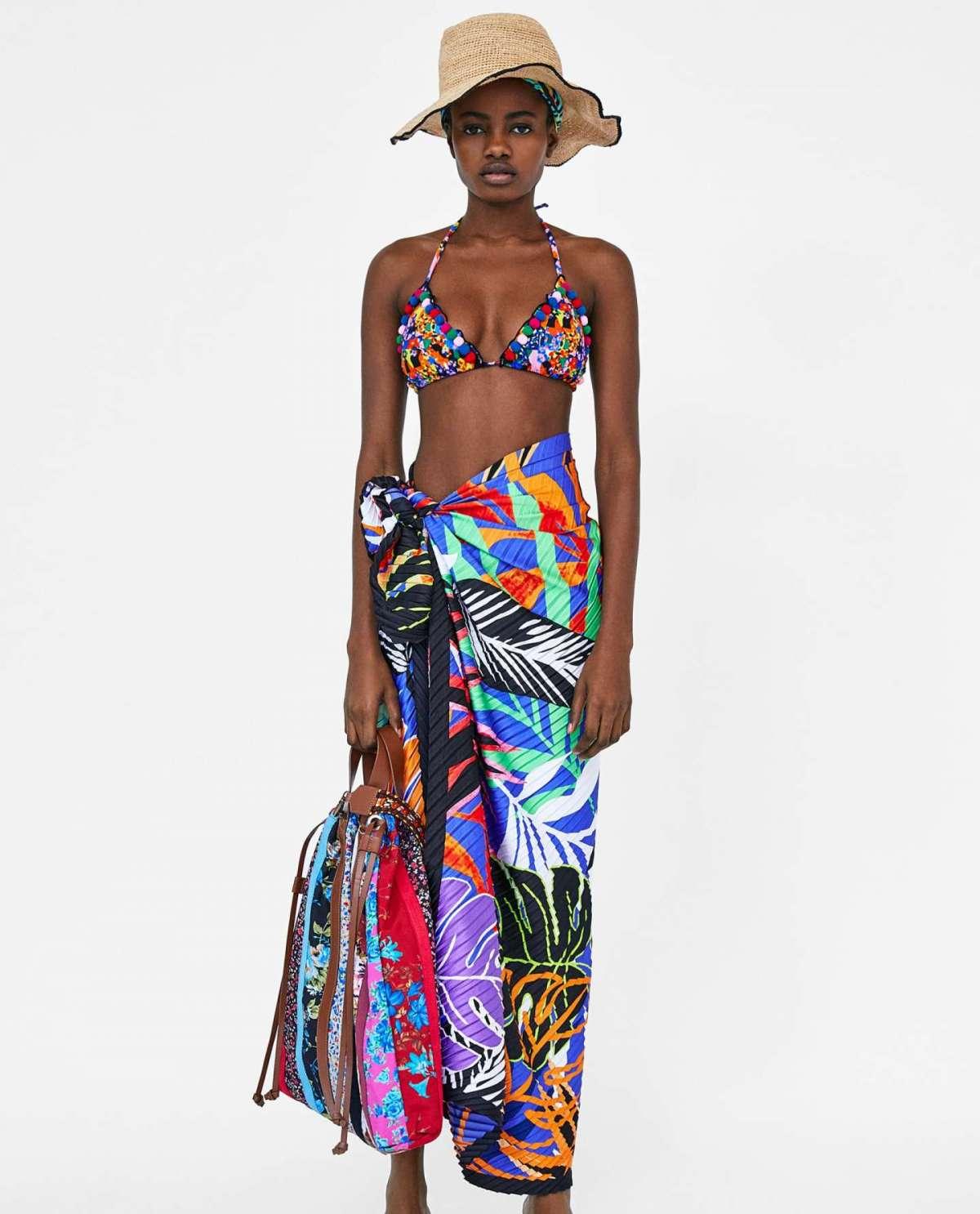 Bikini a triangolo con pom pom Zara