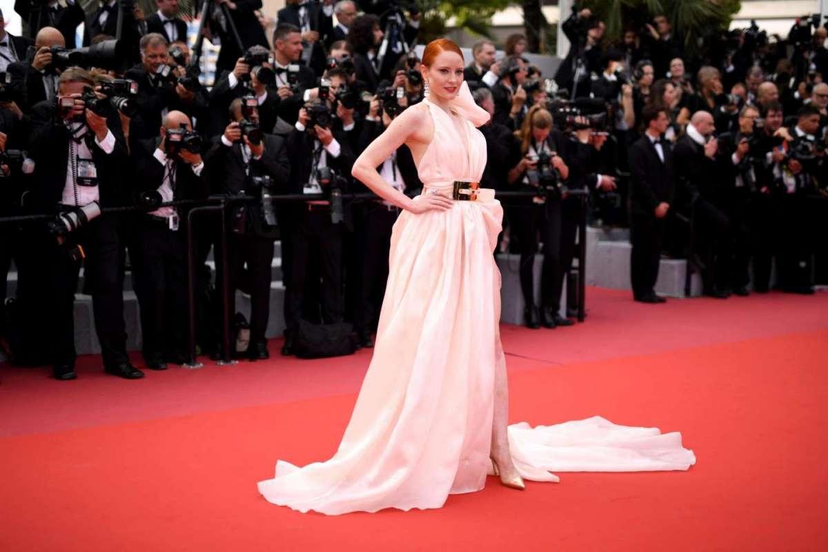 Barbara Meier con abito rosa cipria Hausach Couture