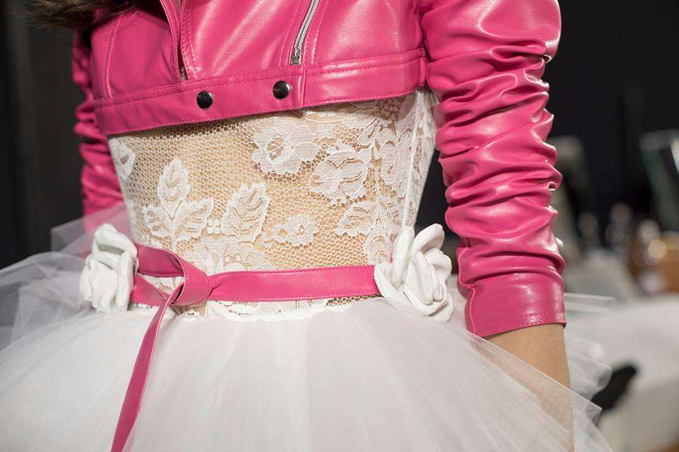 Dettaglio di un abito da sposa in pizzo Elisabetta Polignano