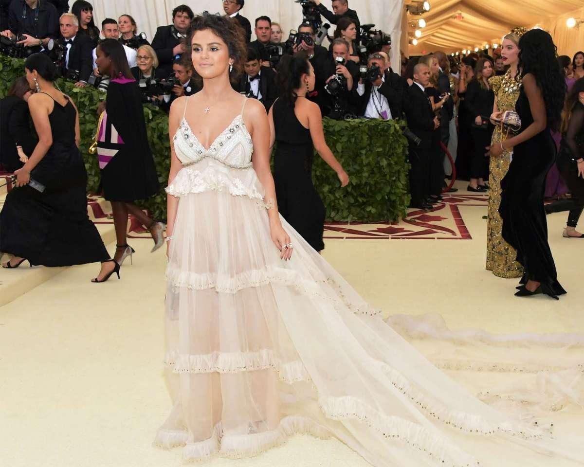 Selena Gomez con abito Coach