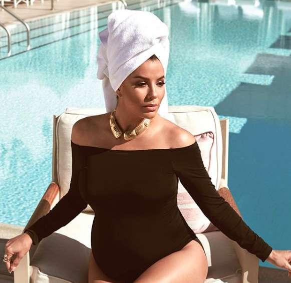 L'attrice in piscina