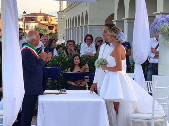 Gli sposi davanti al sindaco