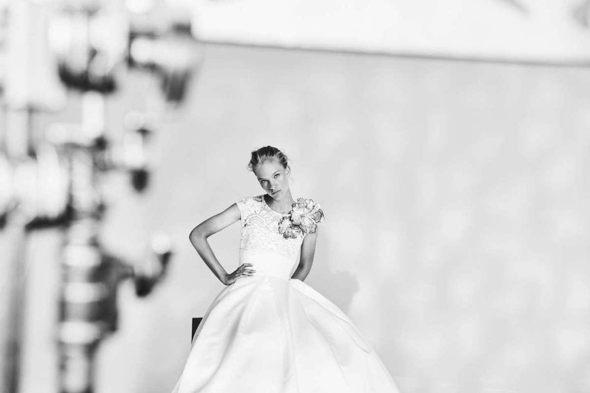 Abito da sposa ampio con applicazioni floreali Jesus Peirò