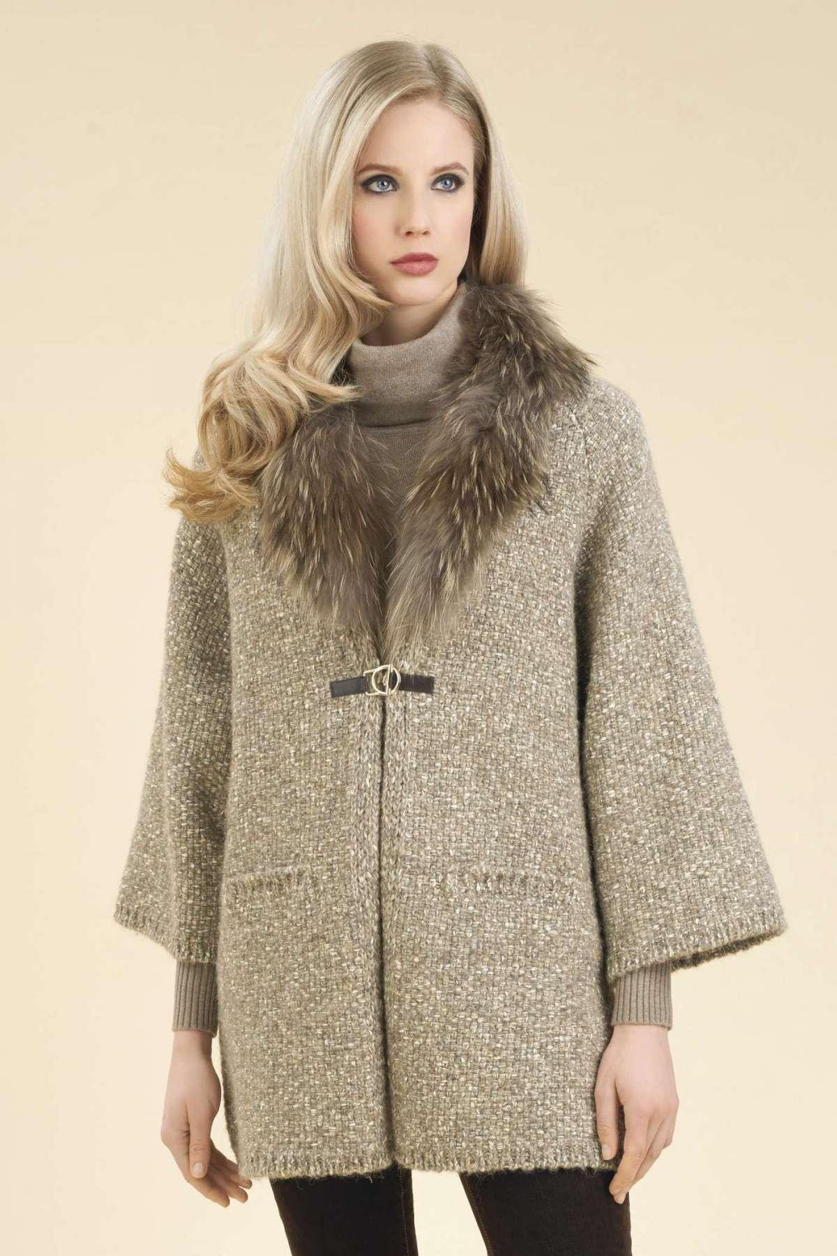 Cappotto in maglia con collo in pelliccia Luisa Spagnoli a 460 euro