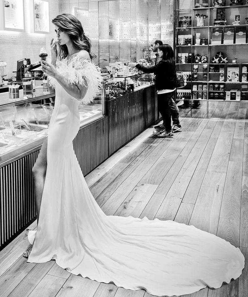 Vestito da sposa a sirena con strascico Alessandro Angelozzi Couture