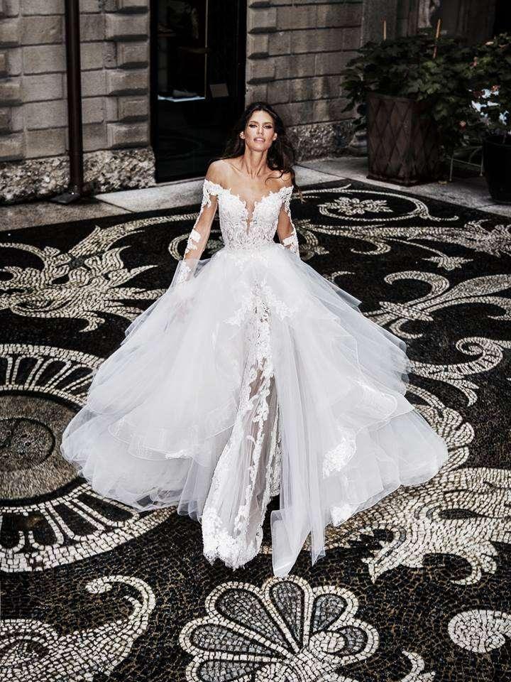 Vestito da sposa ampio in tulle e pizzo Alessandro Angelozzi Couture