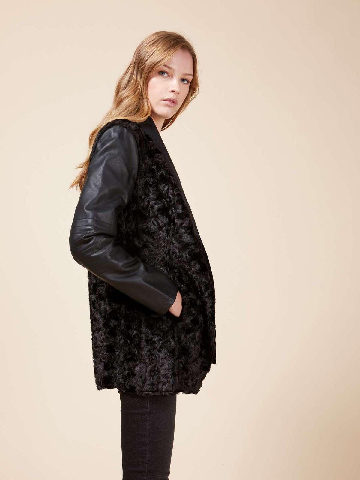 Giacca combinata in pelle e pelliccia Oltre a 139 euro
