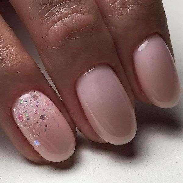 Unghie gel rosa con brillantini