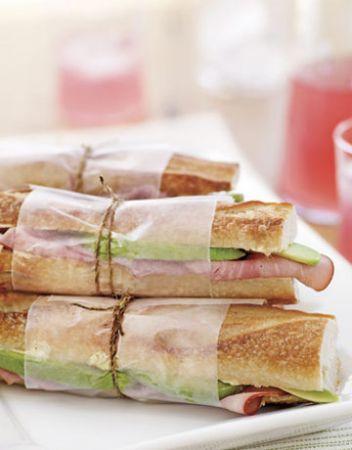 panino con prosciutto e avocado