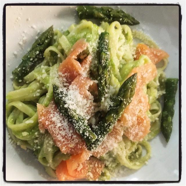 Pasta fresca con asparagi e salmone affumicato