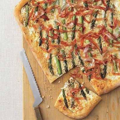 pizza con asparagi e prosciutto crudo