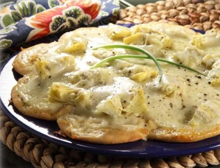 Pizza bianca con carciofini e gorgonzola