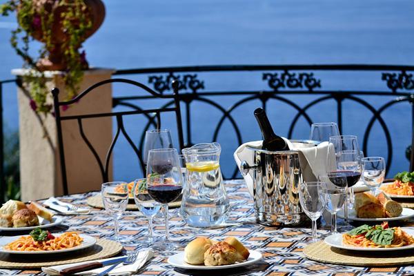 10 cose che fanno arrabbiare i napoletani a tavola