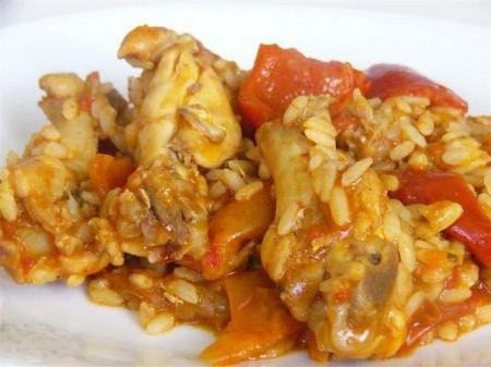Risotto con pollo, peperoni e curry