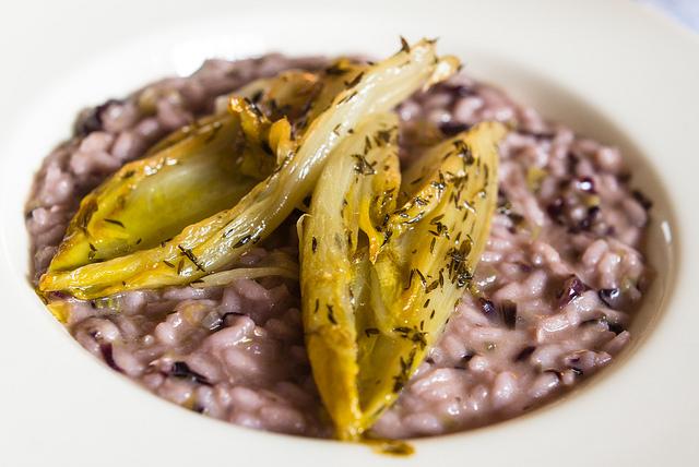 risotto con radicchio e trota salmonata ricetta