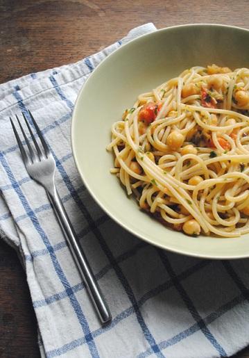 spaghetti ceci pomodoro