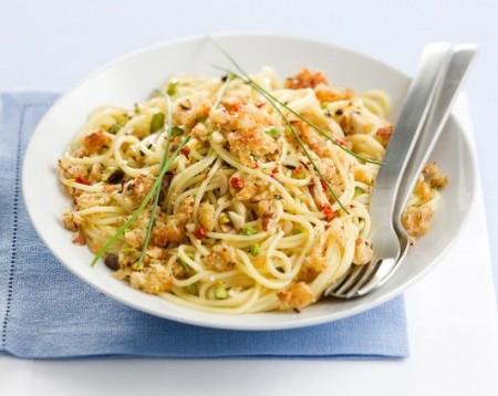 spaghetti con frutta secca ricetta