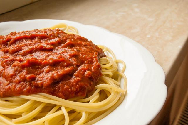 Spaghetti con ragù di triglia